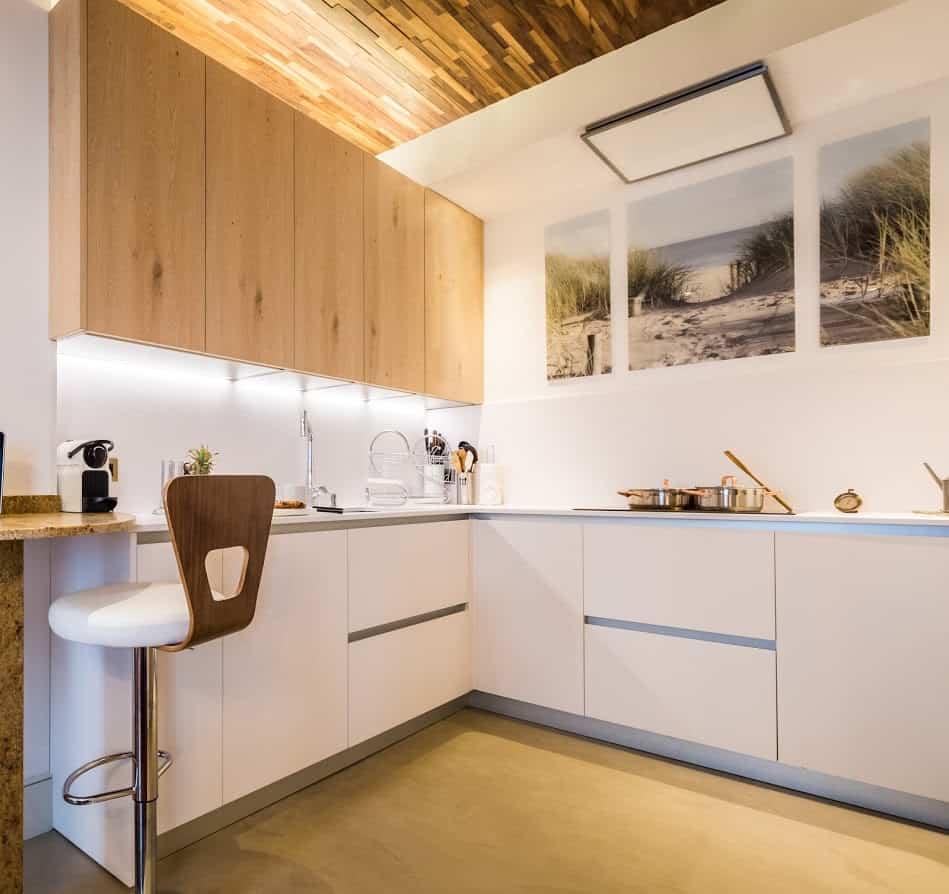 Biarritz white and wood kitchen
